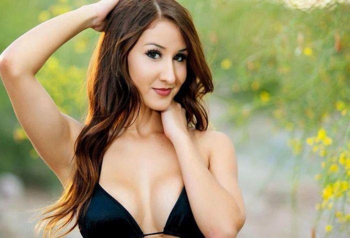 Сексуальные официантки в бикини (43 фото)