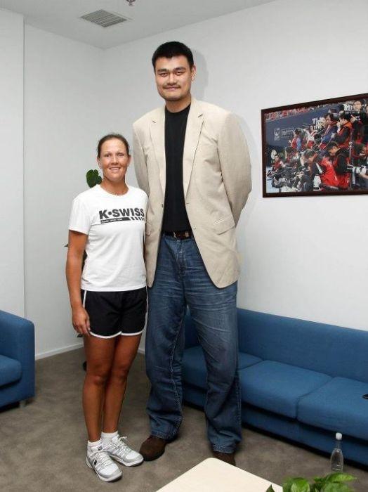 Самый высокий баскетолист Яо Мин 2.29 метра