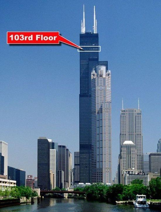 На 103 этаже небоскреба треснул стеклянный пол