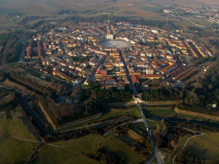 Город крепость в Италии (15 фото)