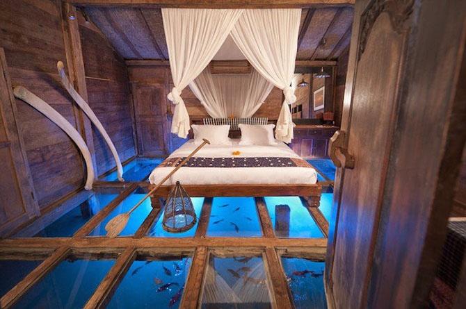 Номер с подводным миром под стеклом
