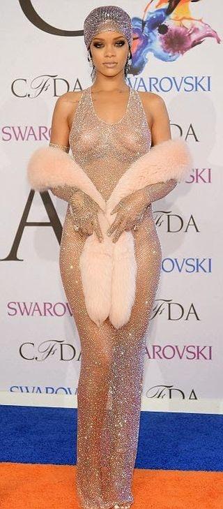 Прозрачное платье Рианны (11 фото)