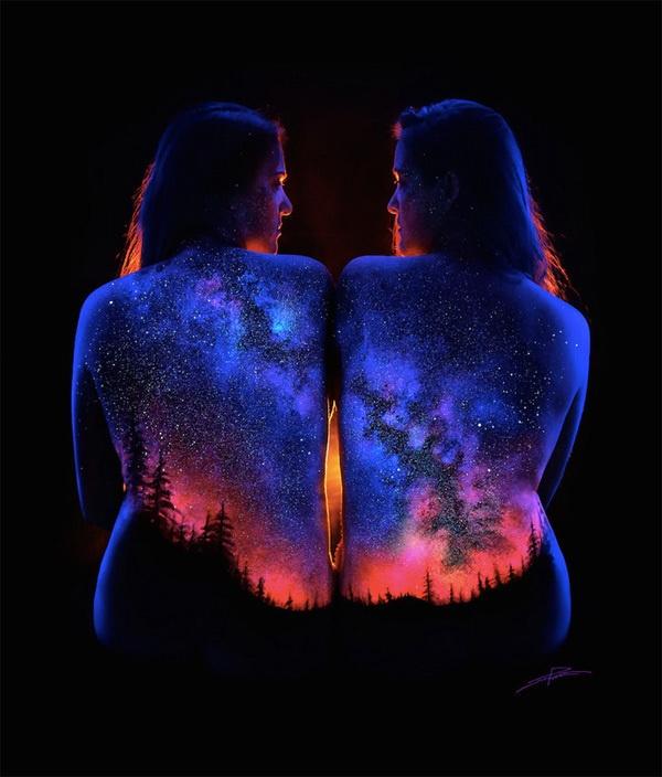 Космические пейзажи на телах девушек