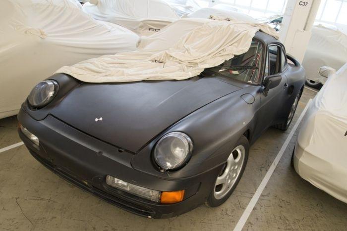 Скрытый склад редких автомобилей Porsche в Штутгарте (36 фото)