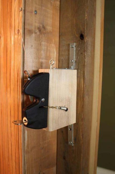 Необычная скрытая дверь своими руками (24 фото)