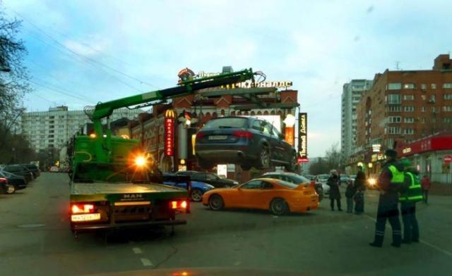 Эвакуация ради эвакуации в Москве (5 фото)