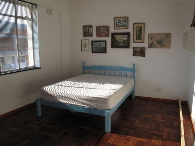 Умное решение в малогабаритной спальне (31 фото)