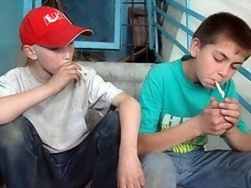 Проучил школоту за курение