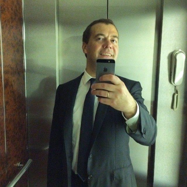 Фотожабы на селфи Медведева (43 фото)