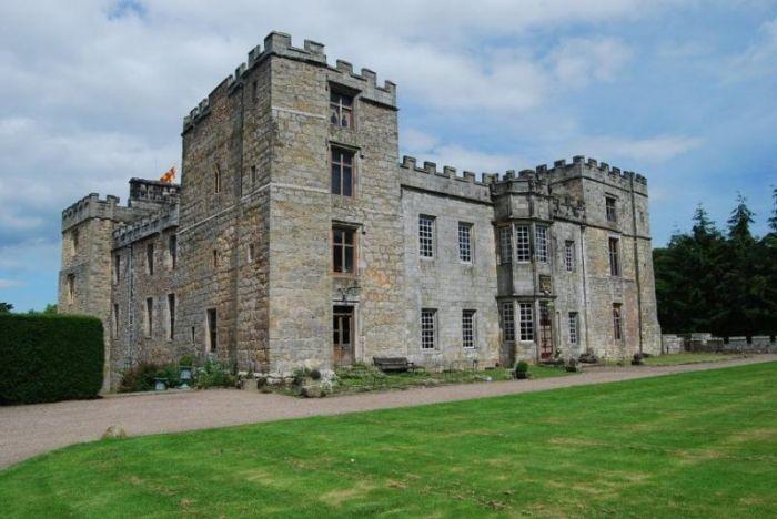 Топ 10 самых известных замков с призраками