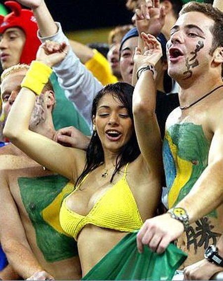 Бразильская болельщица увлеклась игрой (НЮ)