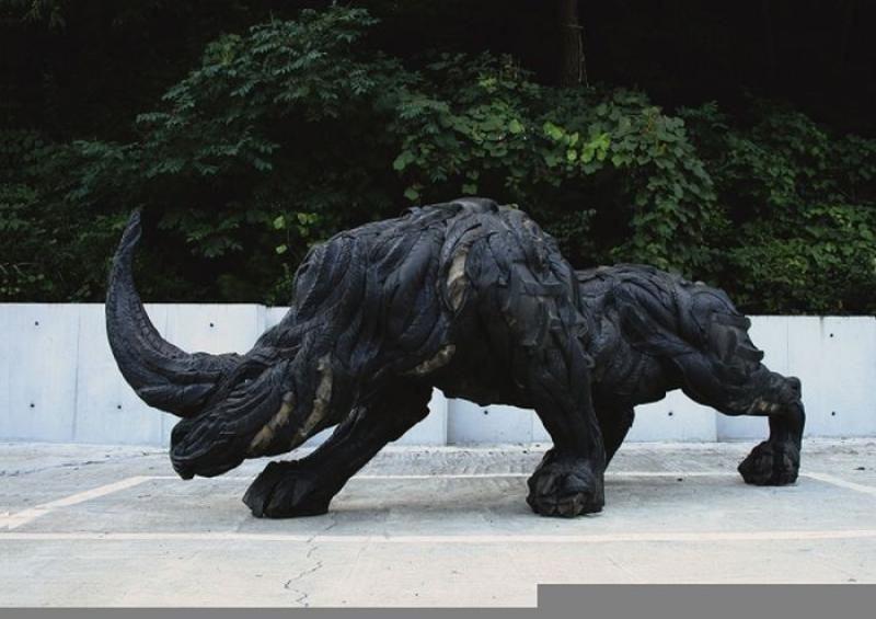 Скульптуры из автомобильных шин (12 фото)