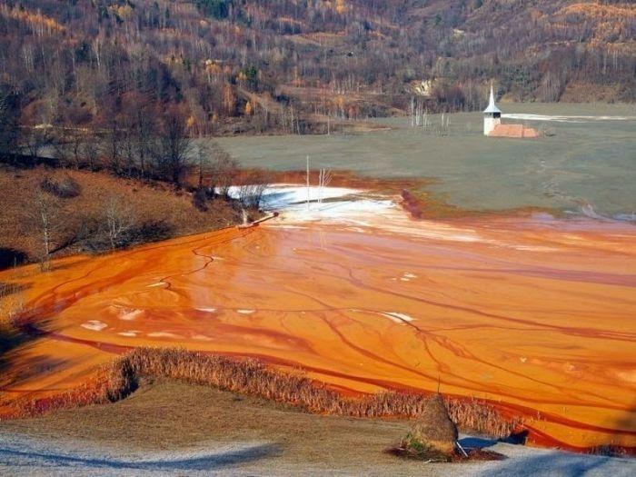 Румынская деревня с токсичным озером