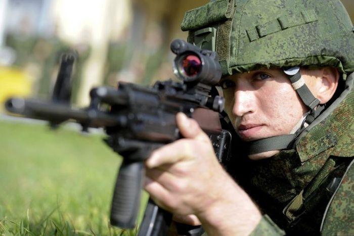 Ратник - российским комплект боевой экипировки (19 фото)