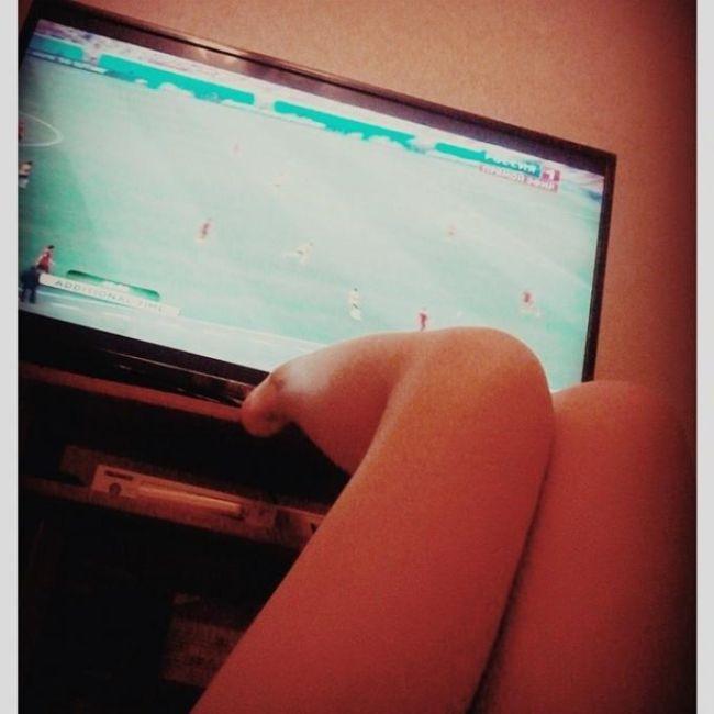 Ножки футбольных фанаток (23 фото)