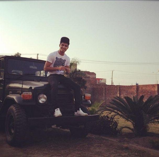 Автопарк суперкаров 19-летнего подростка (35 фото)