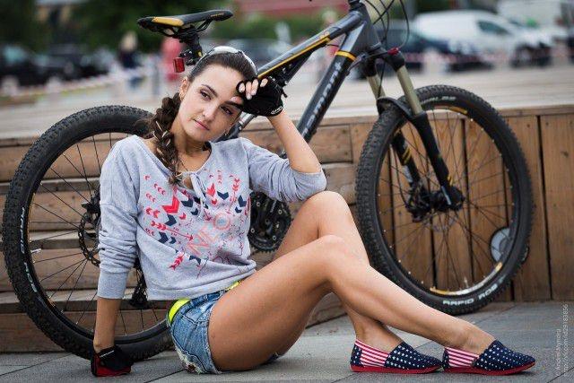 Девушки велосипедистки (55 фото)