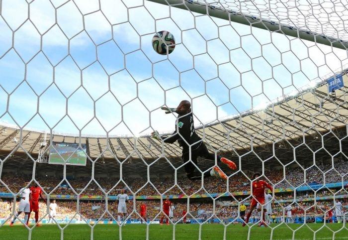 Голевые моменты Чемпионата мира по футболу 2014 (22 фото)