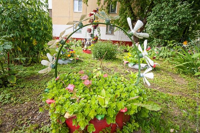 Необычные «плюшевые» дворы (36 фото)