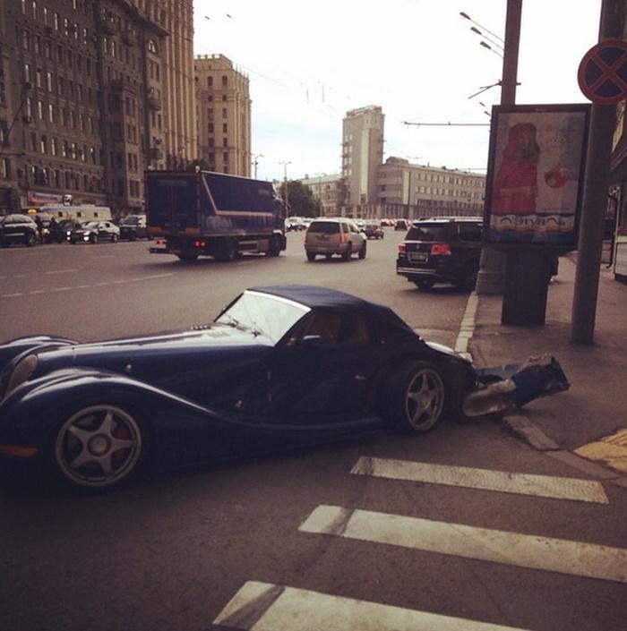 """""""Лысый"""" разбил эксклюзивный спортивный автомобиль Morgan Aero 8"""