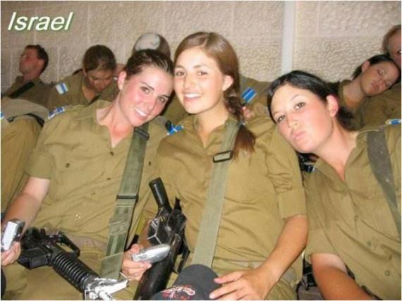 Девушки в армиях разных стран (33 фото)