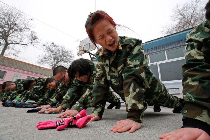 Китайские лагеря для лечения молодежи от интернет-зависимости (16 фото)