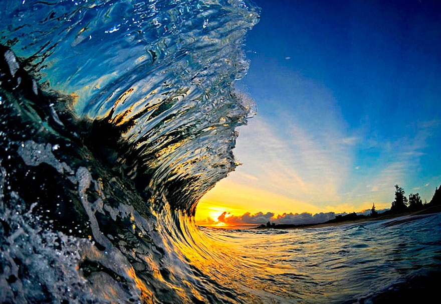 Безумно красивые снимки из под гребня волны (32 фото)