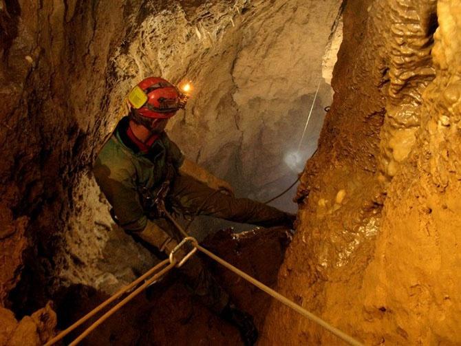 Экскурсия по самой глубокой пещере в мире