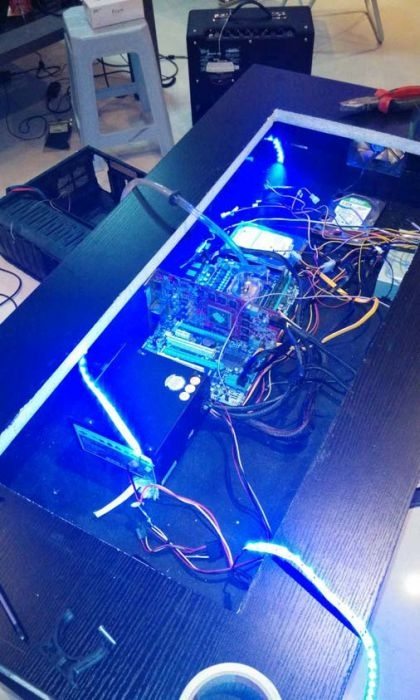 Встроенный ПК в компьютерном столе своими руками (14 фото)