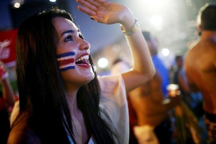 Сексуальные болельщицы футбола из разных стран (26 фото)