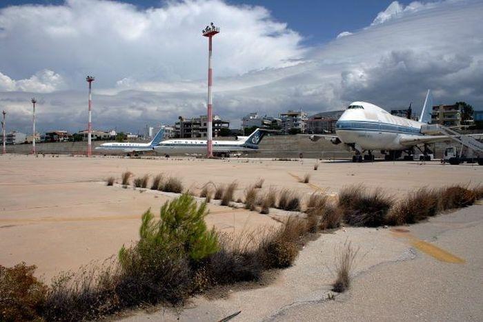 Заброшенный международный аэропорт в Афинах (33 фото)