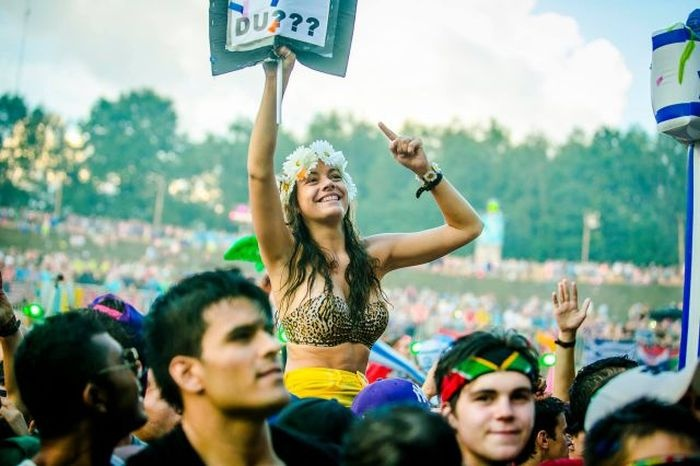 Девушки с музыкального фестиваля Tomorrowland 2014 (44 фото)