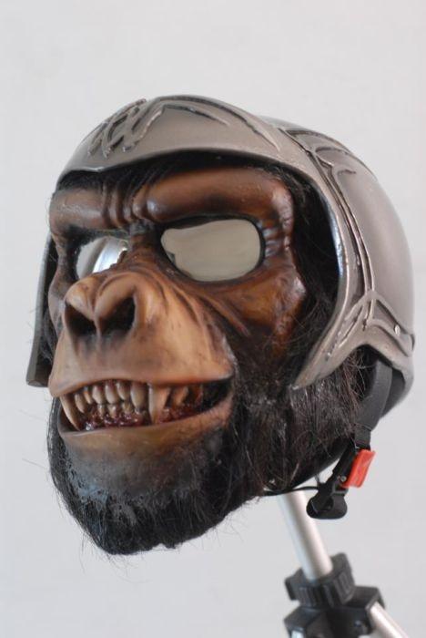 Пугающие мотоциклетные шлемы (30 фото)