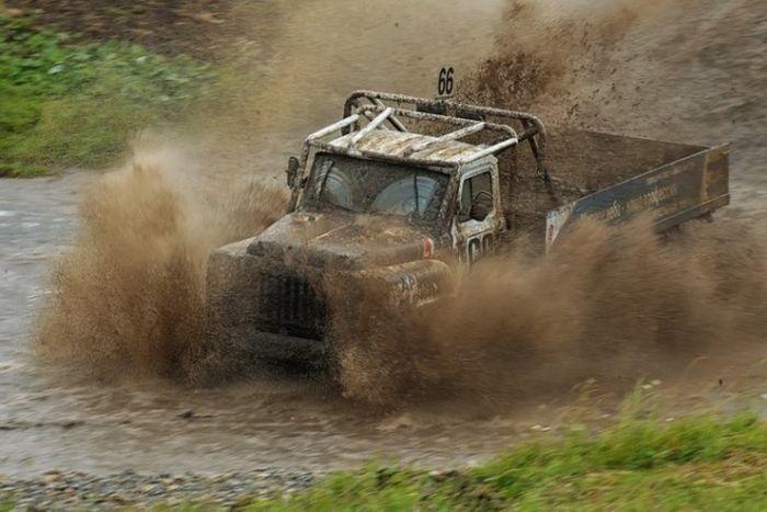 Экстремальные гонки на ГАЗах (27 фото)