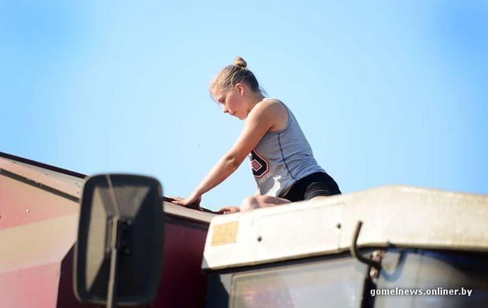 Угадайте, кем работает эта девушка (40 фото)