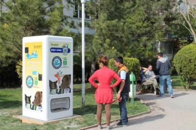 Уличные автоматы для бездомных животных в Турции