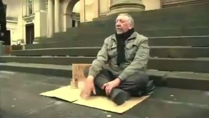 Слепой, тронувший сердца миллионов людей (1 фото + 1 видео)