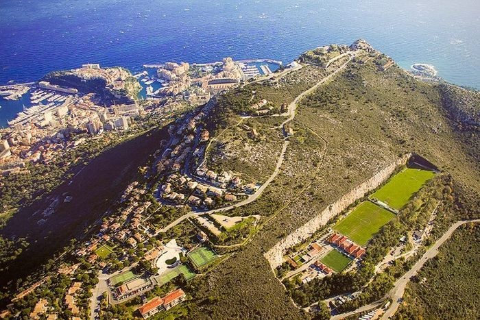 Удивительный стадион в Монако (4 фото)