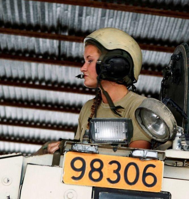 Норвежские девушки на службе в армии (45 фото)