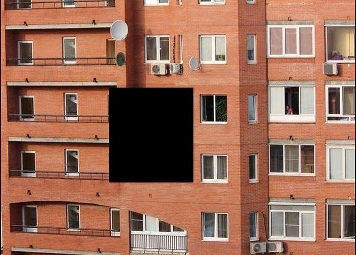 """Молодежь вышла проветриться на """"балконе"""" (5 фото)"""