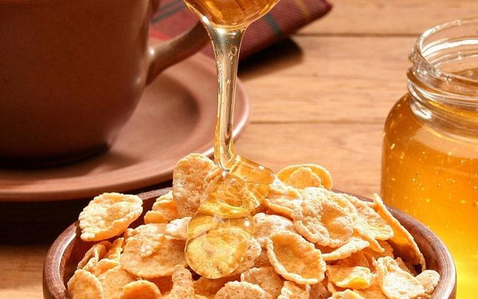 Какие продукты лучше не есть на завтрак