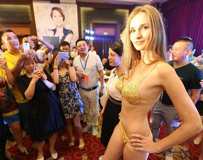 Купальник бикини из чистого золота стоимостью 100 тыс фунтов (6 фото)