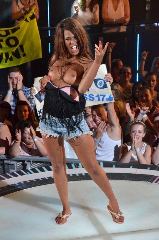 Участница реалити-шоу удивила всех, когда ее выгнали с проекта (8 фото)