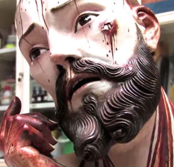 Неожиданная находка внутри 300-летней статуи (3 фото)