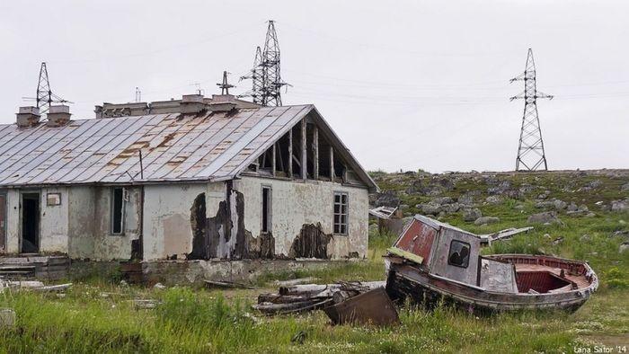 Дальние Зеленцы — необычный заброшенный посёлок в Мурманской области (113 фото)