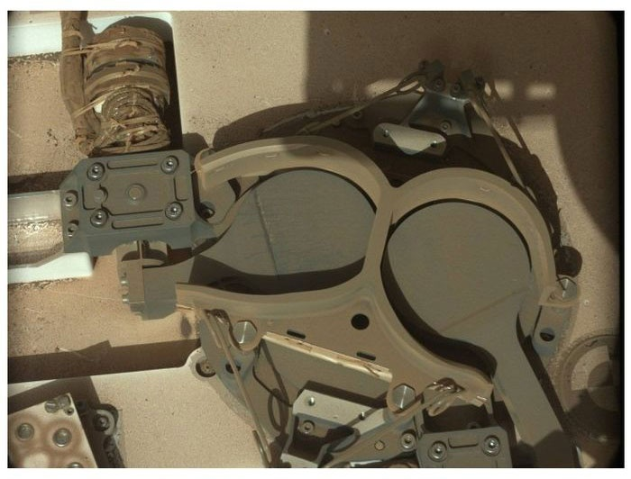 Как износился марсоход Кьюриосити на Марсе (15 фото)