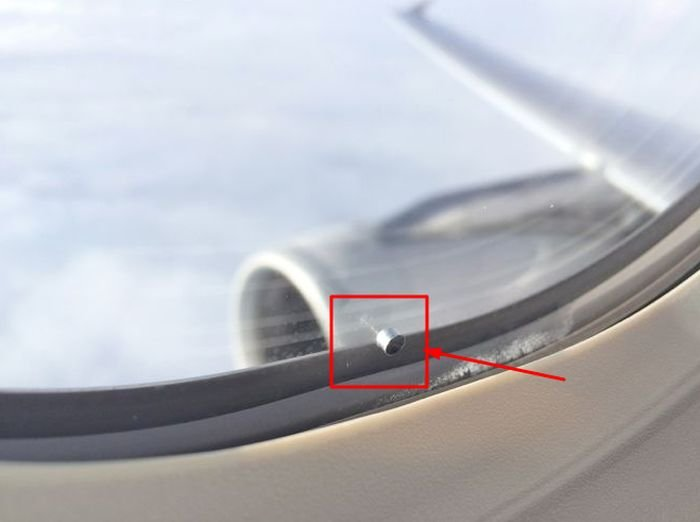 Как устроены иллюминаторы в самолетах