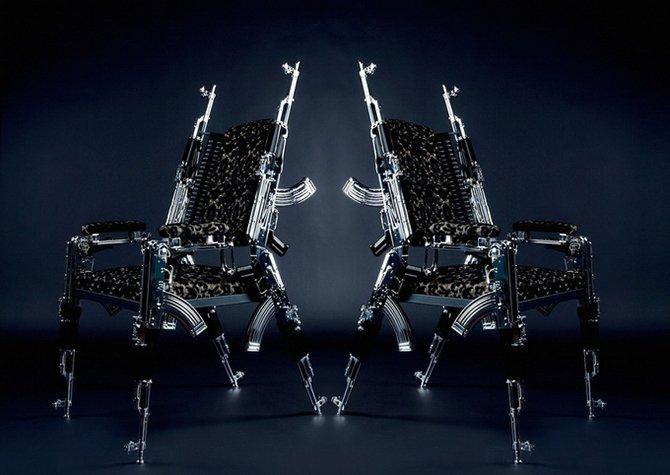 Кресло из автоматов АК47 Rainer Weber