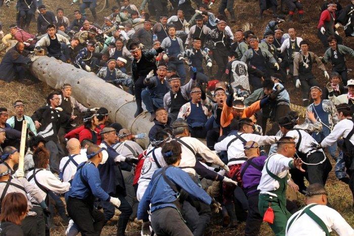 Онбасира – как оседлать бревно по-японски