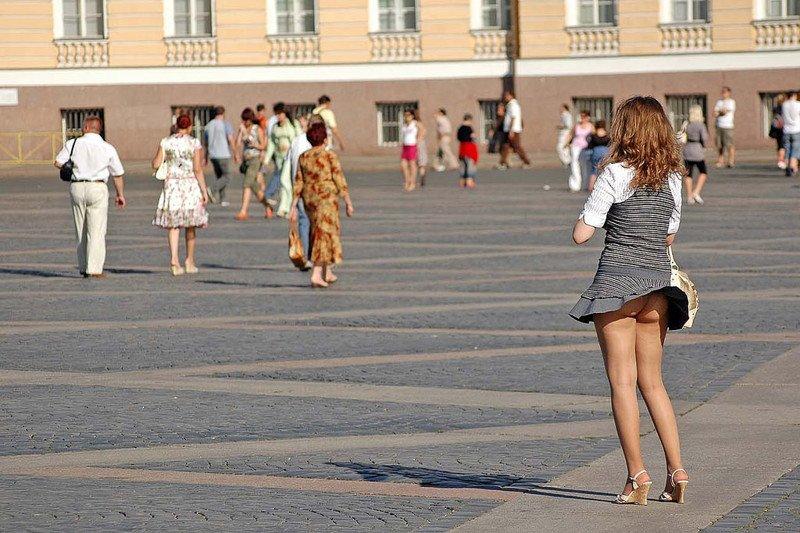 Ветер, девушка, юбка в нужный момент (22 фото)